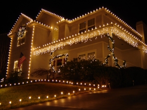 Street view of kansas city home with roof line christmas lights.