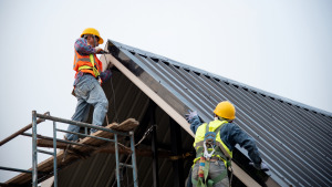 10 Pros and Cons of Metal Roof Installation for Your Kansas City Business