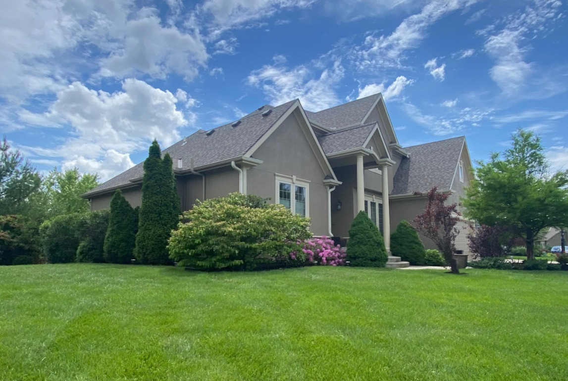 Parkville, MO Storm-Damaged Home Gets a Full Asphalt Roof with CertainTeed Landmark Pro